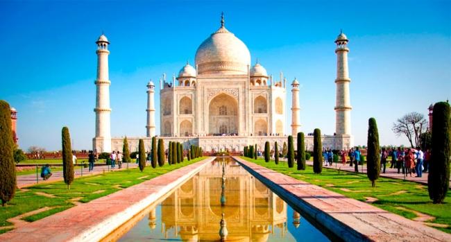 India, Triangulo Dorado, Templos, Religión y Contrastes